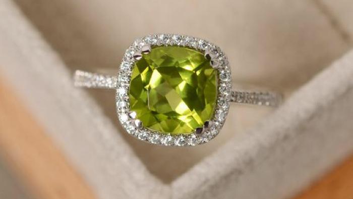 August birthstone peridot ring